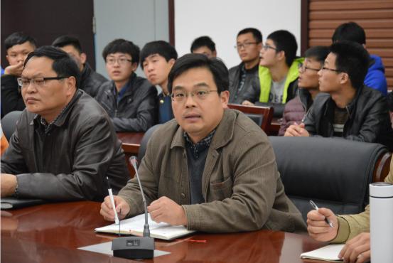 郑州大学土木工程学院副教授李洪欣作了